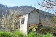 Zniszczony i zaniechany dom Obrazy Royalty Free