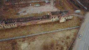 Zniszczony kościół i drewniany domowy chmurny pogodowy Rosja zbiory wideo
