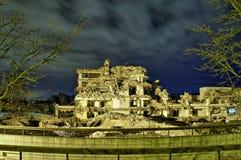 Zniszczony miasto przy nocą fotografia royalty free