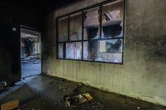 zniszczony okno w fabryce fotografia royalty free