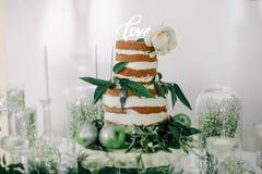 Zobowiązanie miłość i tort zdjęcie stock