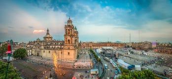 Zocalo-Quadrat und Stadtkathedrale von Mexiko City stockbilder