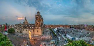 Zocalo vierkante en Metropolitaanse kathedraal van Mexico-City Stock Foto's