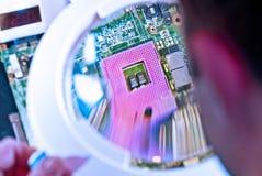 Zoccolo del CPU tramite la lente di ingrandimento Fotografia Stock Libera da Diritti