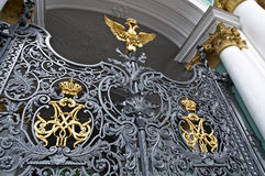 Złocista rosyjska rodziny cesarskiej korona na eremu Fotografia Royalty Free
