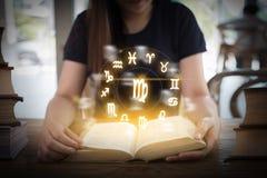 Zodiac αστρολογίας ωροσκοπίων Zodiac ωροσκοπίων μύθος ST σημαδιών τύχης Στοκ Εικόνα