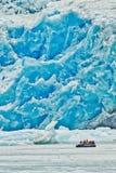 Zodiac κρουαζιέρα στον παγετώνα βραχιόνων της Tracy, Αλάσκα στοκ φωτογραφίες