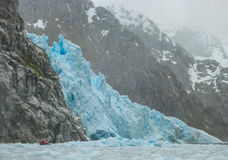 Zodiac που πλησιάζει τον παγετώνα Στοκ φωτογραφία με δικαίωμα ελεύθερης χρήσης