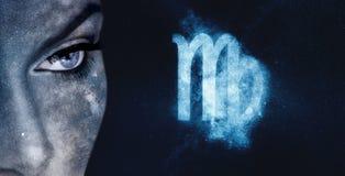 Zodiac Virgo σημάδι Υπόβαθρο νυχτερινού ουρανού γυναικών αστρολογίας Στοκ εικόνες με δικαίωμα ελεύθερης χρήσης