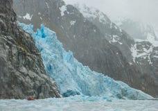 Zodiaco che si avvicina al ghiacciaio Fotografia Stock Libera da Diritti