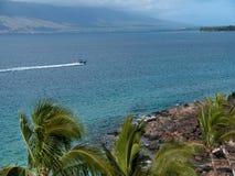 Zodiak prędkości łódkowaty opuszcza długi kilwater Obraz Royalty Free