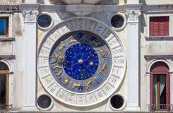 Zodiakklocka i Venedig, San Marco fyrkant, Italien royaltyfri fotografi