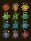 Zodiakundertecknar/12 astrologisymboler med namn - svart bakgrund Arkivbild