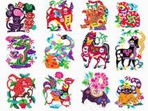 Zodiaque traditionnel chinois de coupe de papier de couleur Photos stock