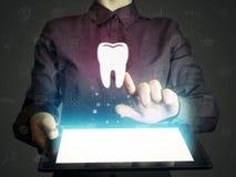 Zoek naar tandartsen, de tanddiensten, overleg royalty-vrije stock fotografie