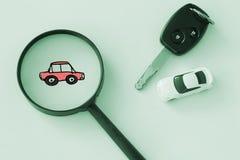 Zoek of vindt auto, huur en het huren van autoconcept Royalty-vrije Stock Foto