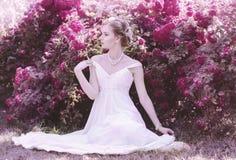 Zoet, aantrekkelijk, zacht, romantisch, sensueel meisje in romantisch stock fotografie