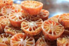 Zoet Bael-fruit in stroop stock afbeelding