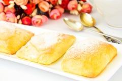 Zoet Bakkerijbroodje met Kaas, Apple en Kaneel Stock Foto's