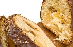 Zoet brood in een chocolade met een jam stock foto