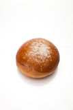 Zoet broodje op wit Stock Afbeeldingen