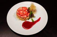 Zoet dessert met aardbeien Royalty-vrije Stock Foto's