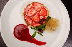 Zoet dessert met aardbeien Royalty-vrije Stock Afbeeldingen