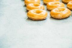 Zoet dessert met vele doughnut Stock Fotografie