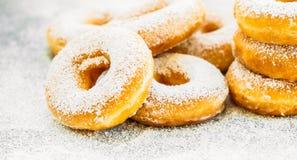 Zoet dessert met vele doughnut Royalty-vrije Stock Foto