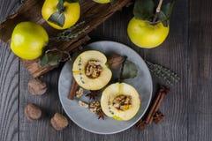 Zoet Gezond Dessert Fruitkweepeer met honing, Stock Afbeelding