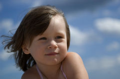 Zoet meisje op het strand royalty-vrije stock fotografie
