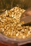 Zoet smakelijk geel suikergoed met zwarte strepen royalty-vrije stock fotografie