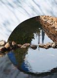 Zoet watervijver met vissen Koi stock afbeelding