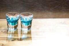 Zoete alcoholische blauwe likeur royalty-vrije stock fotografie
