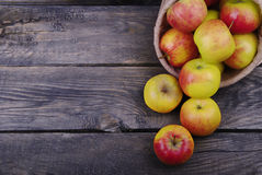 Zoete appelen in zak Stock Foto