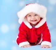 Zoete baby die het kostuum van de Kerstman draagt royalty-vrije stock foto