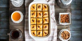 Zoete baklava met honing en noten, rustieke, traditionele Turkse D Royalty-vrije Stock Foto