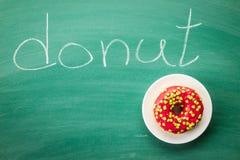 Zoete bestrooide doughnut Royalty-vrije Stock Afbeeldingen