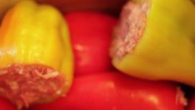 Zoete Bulgaarse peper stock video