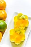 Zoete cakes met vruchten Stock Foto's