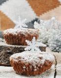 Zoete chocolademuffins voor Kerstmis Royalty-vrije Stock Foto's