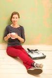 Zoete croissant en een kop van koffie op de achtergrond Royalty-vrije Stock Foto's