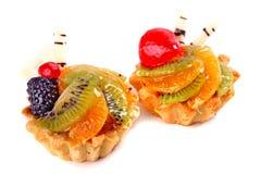 Zoete desserts met een kiwi, braambes, aardbei, oranje fruit royalty-vrije stock foto's