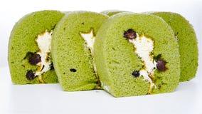 Zoete die broodjes van groene thee en mung boon worden gemaakt stock video