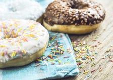 Zoete donuts voor ontbijt Royalty-vrije Stock Afbeeldingen