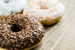 Zoete donuts voor ontbijt Stock Afbeeldingen