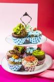 Zoete en aardige cupcakes royalty-vrije stock afbeelding
