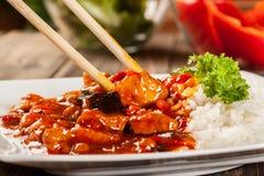 Zoete en zure kip met rijst Royalty-vrije Stock Foto's