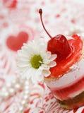 Zoete fruit rode cake met kers Stock Foto