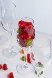 Zoete gelei in een champagneglas Selectieve nadruk Stock Fotografie